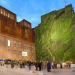Tường xanh khổng lồ